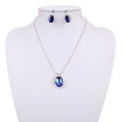 Еarrings and necklace set